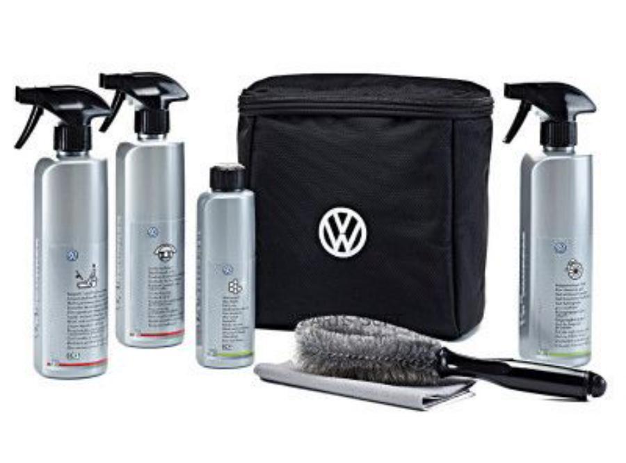 Набор Volkswagen для ухода за автомобилем в специальной сумке