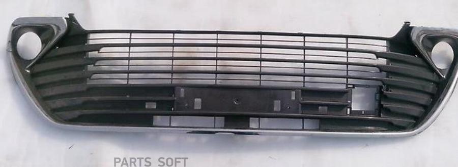 Решетка в бампер TOYOTA CAMRY 14- с хром молдингом